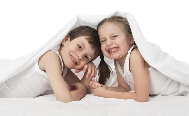 ילדים במיטה (צילום: אימג'בנק / Thinkstock)