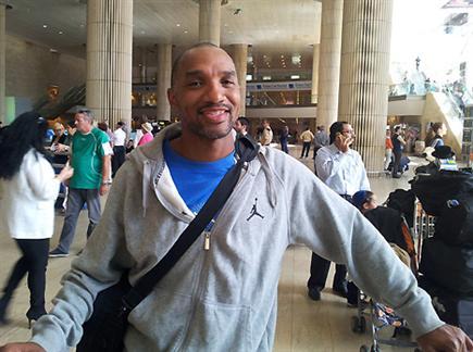 שארפ שוב בישראל (רועי גלדסטון). צפו בראיון