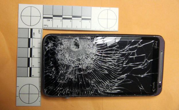 סמארטפון ירוי מסוג HTC Evo 3D (צילום: AP ,AP)