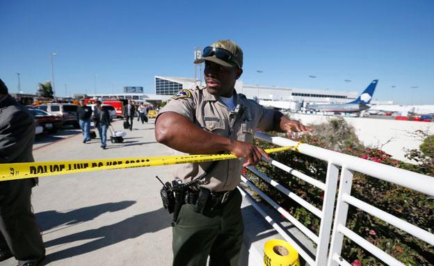 כוחות ביטחון גדולים כיתרו את שדה התעופה (צילום: AP)