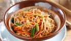 סלט אטריות אורז עם גזר ובצל ירוק (צילום: אפיק גבאי ,אוכל טוב)