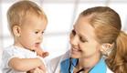 רופאה בודקת ילד (צילום: אימג'בנק / Thinkstock)