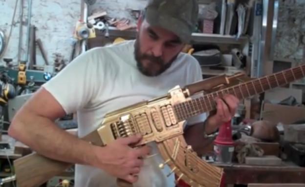 קלאצ'ניקוב גיטרה (צילום: יוטיוב )
