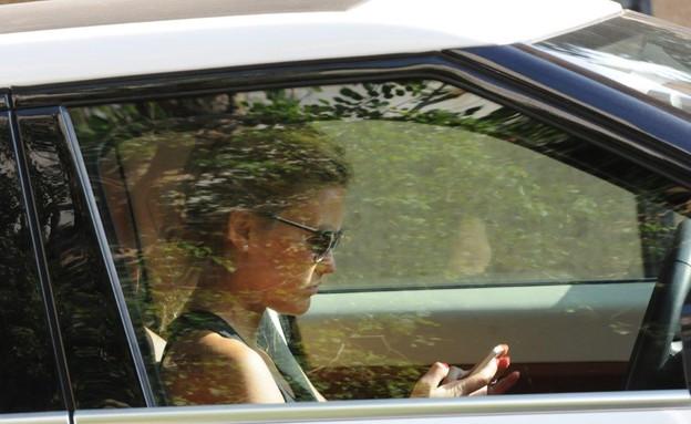 בר רפאלי עוברת על חוקי התנועה  (צילום: ברק פכטר ,mako)