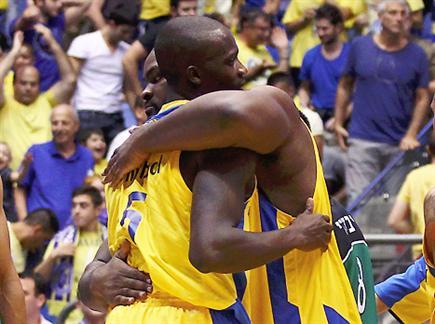 סופו וג'יימס. יתחבקו גם מול קובאן? (צילום: אלן שיבר)