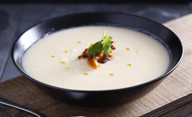 מרק כרובית ותפוחי אדמה עם קרם קוקוס (צילום: אפיק גבאי ,אוכל טוב)