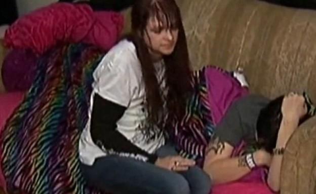 נדבקה לאסלה (וידאו WMV: צילום מסך)