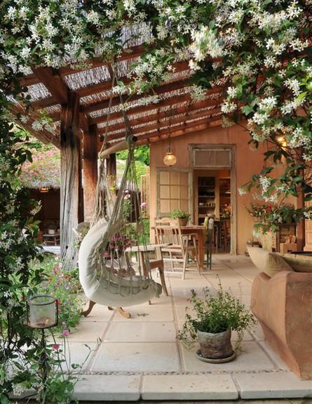12 Great Ideas For A Modest Backyard: וילה של מעצבת בשרון