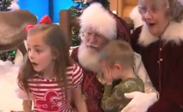 ילדים מתפללים עם סנטה (צילום: יוטיוב )