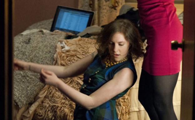 לינה דנהאם ואליסון וויליאמס (צילום: Jojo Whilden / HBO)