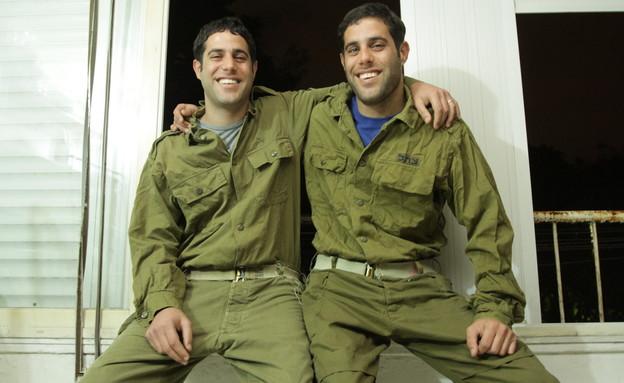 """אופיר ואדיר צבי (צילום: תם ביקלס ,עיתון """"במחנה"""")"""
