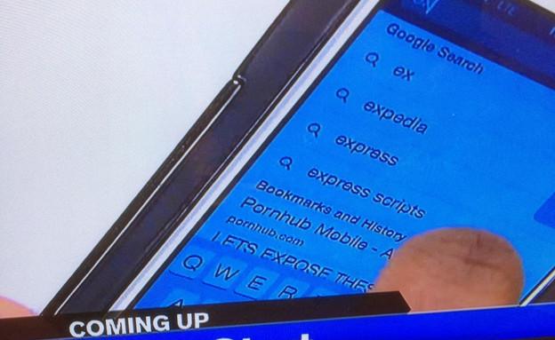 אייפון של כתב מראה שהוא גלש ב-Pornhub