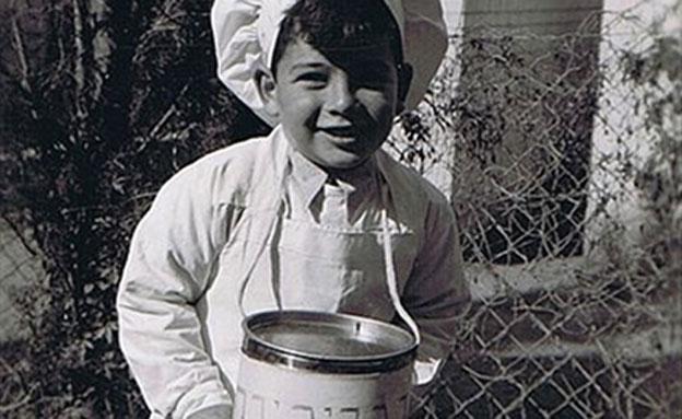 אוהבים נקניקיות? ילד מחופש בשנות ה-50