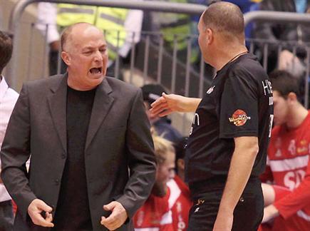 אולי ינצח בהיכל כמאמן נבחרת. אדלשטיין (אלן שיבר)