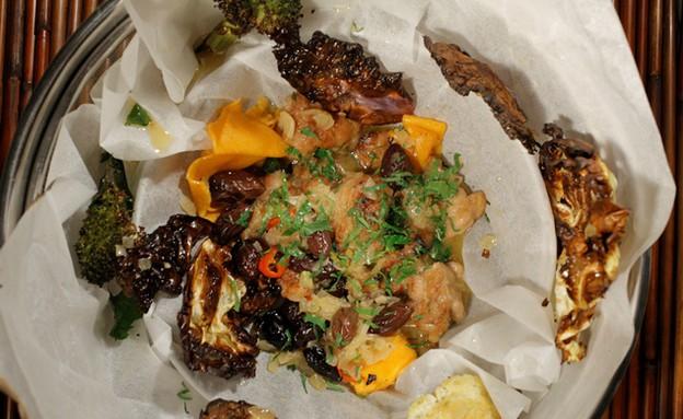 שקדי עגל מבושלים בציר עוף של שלמה עזרן (צילום: דניאל בר און ,mako)