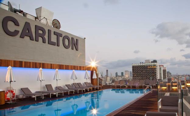 הבריכה, מלון קרלטון(יחסי ציבור)