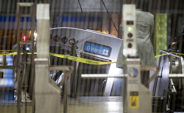 רכבת במדרגות הנעות (צילום: AP ,AP)
