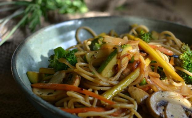 פסטה עם ירקות אביביים (צילום: טל סורסקי ,מה יש לאכול)