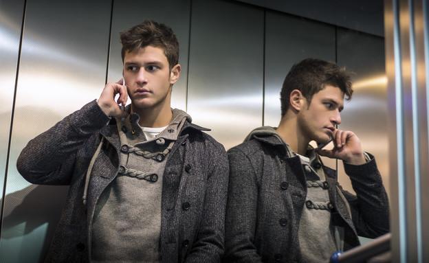 איש במעלית (צילום: אימג'בנק / Thinkstock)