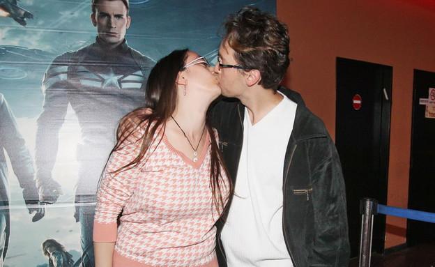 איליה והארוסה מתנשקים (צילום: שוקה כהן ,יחסי ציבור)