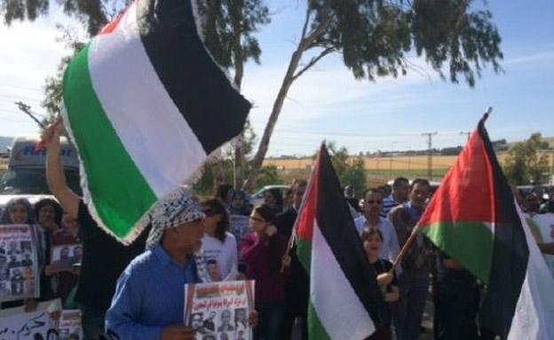 """""""חשוב להפגין ולהשמיע את קול המשפחות"""" (צילום: אתר אל ערב)"""