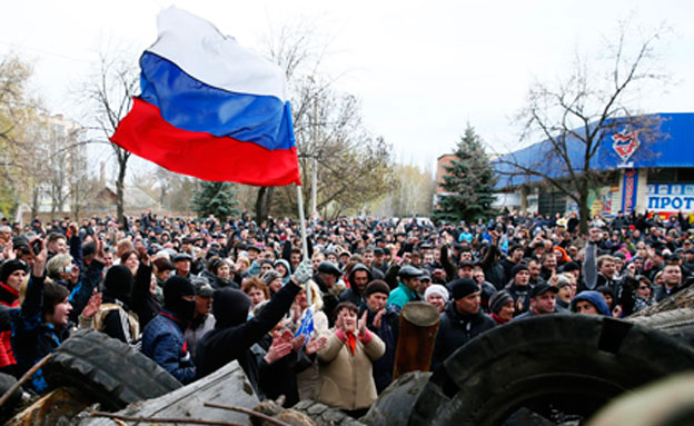 """""""כוחות רוסיים באוקראינה? שטויות"""" (צילום: AP)"""