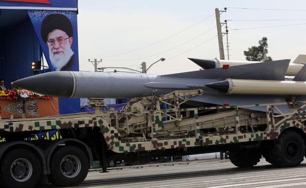 צפו: המצעד הצבאי ברחובות טהרן (צילום: ap)