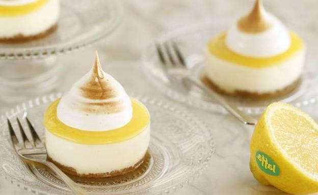 עוגות גבינה אישיות עם קרם לימון ומרנג (צילום: חן שוקרון ,אוכל טוב)