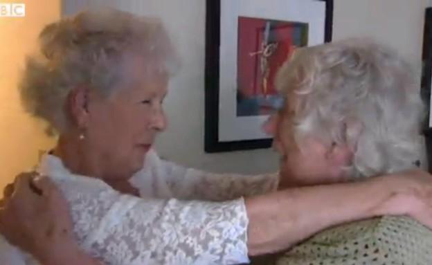 אלן ואליבת - תאומות שהופרדו בלידתן (וידאו WMV: צילום מסך מתוך אתר ה BBC ,צילום מסך)