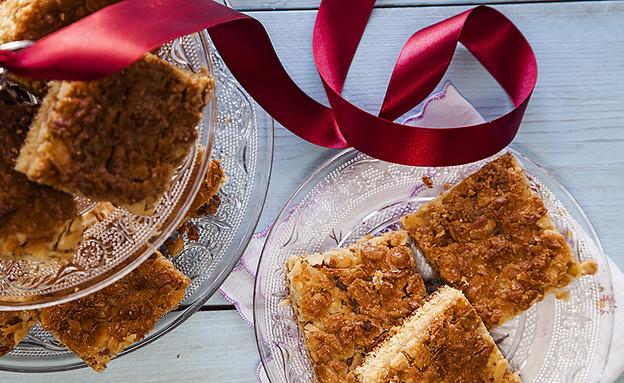 ריבועי עוגת שמנת עם שקדים (צילום: אסף אמברם ,אוכל טוב)