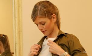 פזם חיילת מתלבשת (צילום: עודד קרני)