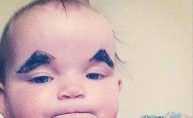 תינוקות עם גבות מצוירות  (צילום: instagram ,9 חודשים)