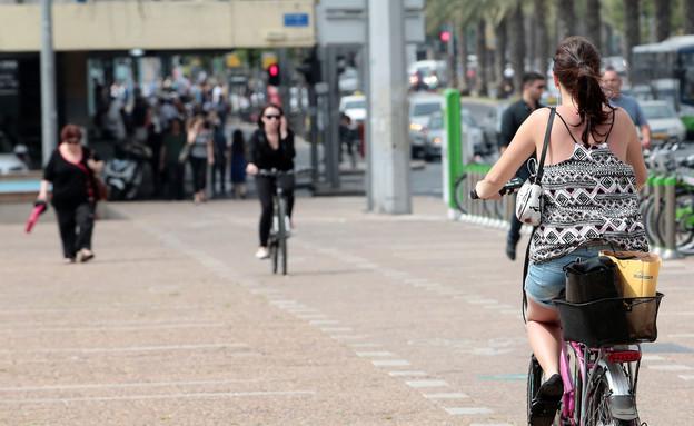 אופניים חשמליים (צילום: עודד קרני)