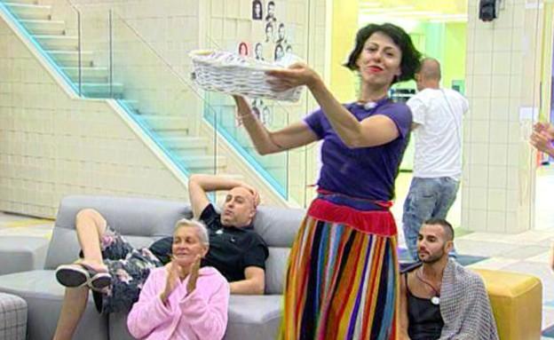 אורטל רוקדת עם סלסלה(mako)