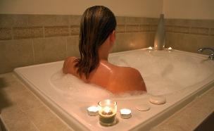 אישה באמבט (צילום: אימג'בנק / Thinkstock)