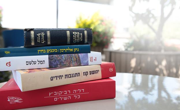 ספרים שסופרים אוהבים (צילום: עודד קרני)