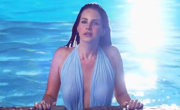 לנה דל ריי בבריכה (צילום: צילום מסך מתוך youtube)