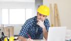 קבלן עובד על השרטוטים, שיפוצניק (צילום: אימג'בנק / Thinkstock ,thinkstock)