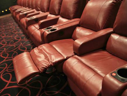 מושבים בבית קולנוע (צילום: Wall Street Journal)