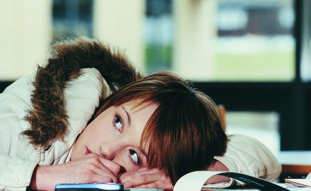 קוראת ספר (צילום: אימג'בנק / Thinkstock)