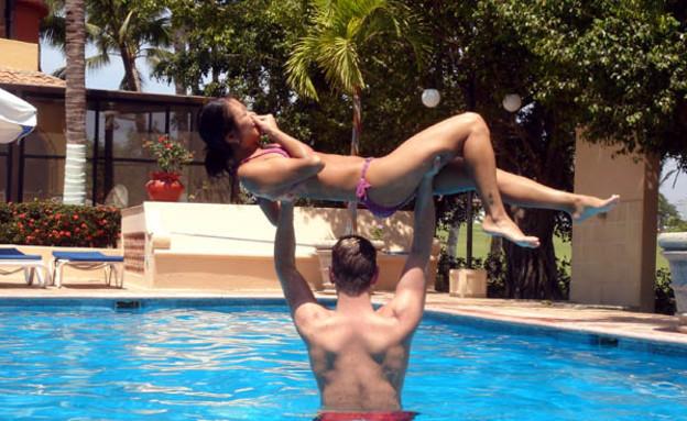 גבר מרים בחורה (צילום: bodybuilding.com)