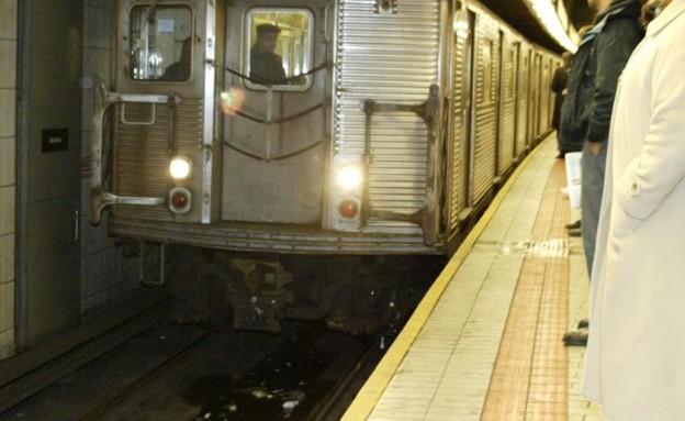 תחנת הרכבת ברובע קווינס (צילום: אליס קפלן, ניו יורק פוסט)