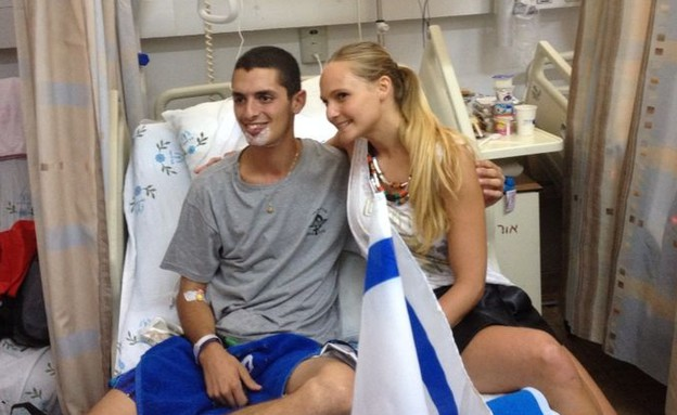 רוני דואני עם פצועים (צילום: לין ממרן)