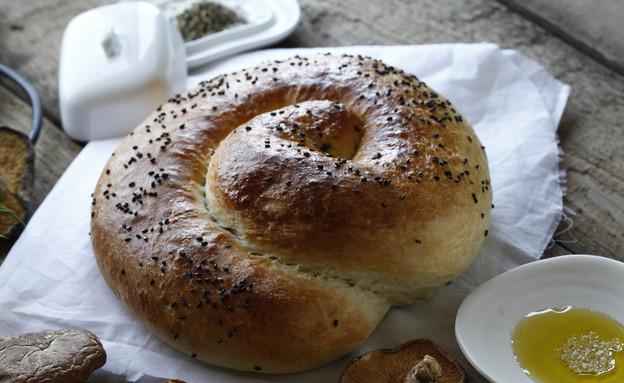 שבלול לחם ממולא פטריות (יח``צ: אפיק גבאי ,אוכל טוב)