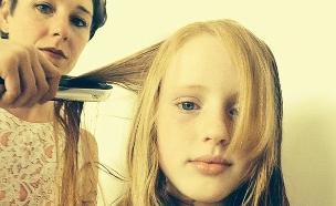 אמא ובת מחליק לשיער