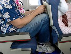 מקום לרגליים במטוס (צילום: אימג