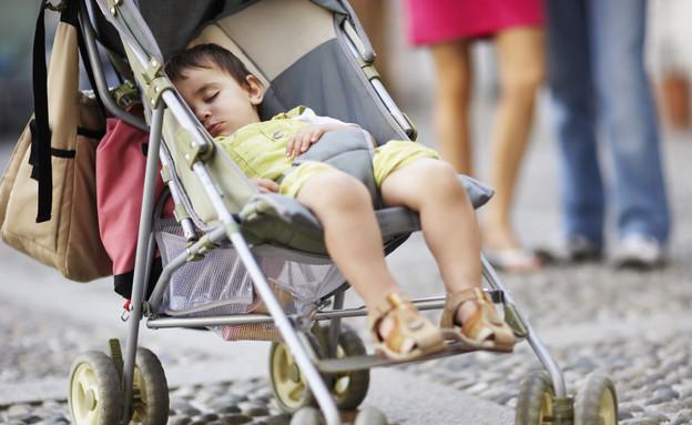 ילד ישן בעגלת תינוק (צילום: אימג'בנק / Thinkstock ,mako)