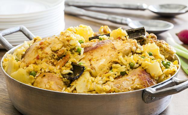 עוף, אורז, עדשים ותפוחי אדמה. טעים וקל להכנה (צילום: אסף אמברם)
