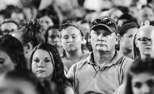 אבות עצובים בהופעה של וואן דיירקשן (צילום: אנג'לינה קסטילו)