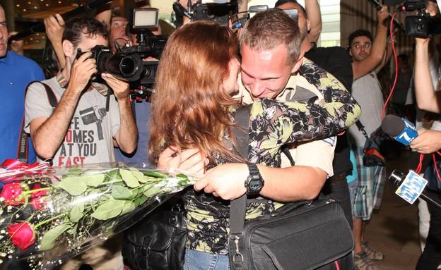 חיילים בודדים נפגשים עם הוריהם (צילום: סיון פרג')